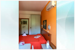 camera arancione - affittacamere il corallo (6)
